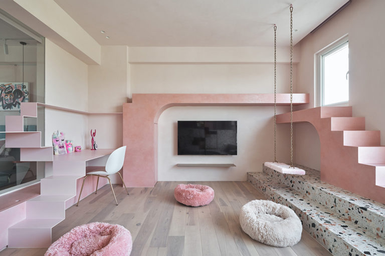 Pink Cat House – A Pretty Space For Three Lucky Cats